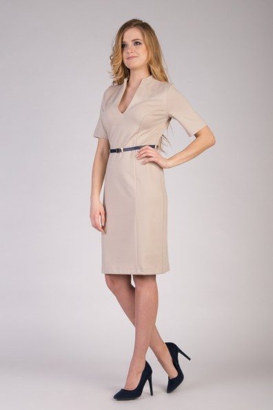 bezowa-sukienka-z-dekoltem-quiosque-f18