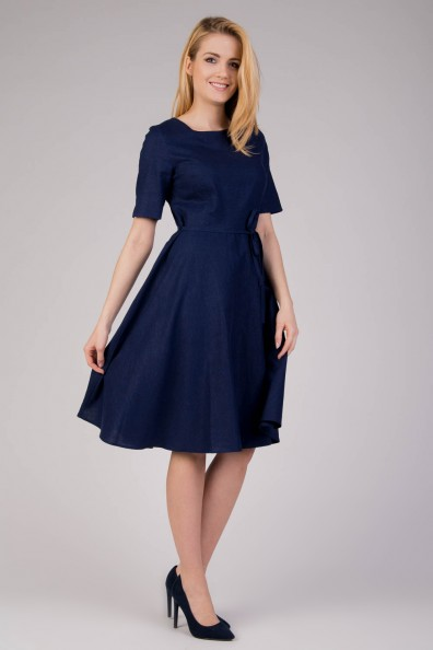 granatowa-rozkloszowana-sukienka-z-lnu-quiosque-b46