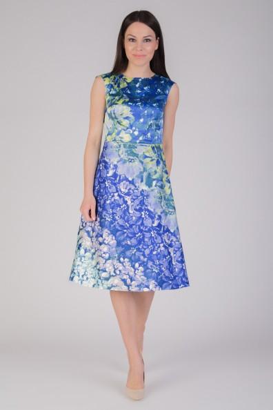 niebieska-rozkloszowana-sukienka-w-kwiaty-quiosque-1bc