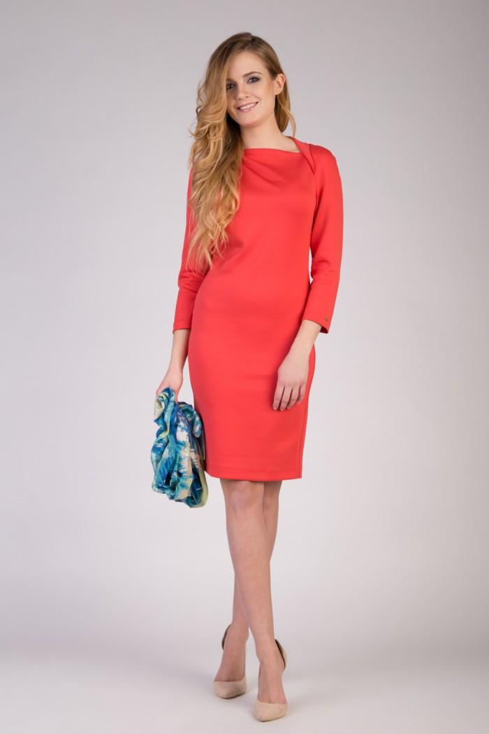 koralowa-sukienka-z-kolnierzem-quiosque-6c1