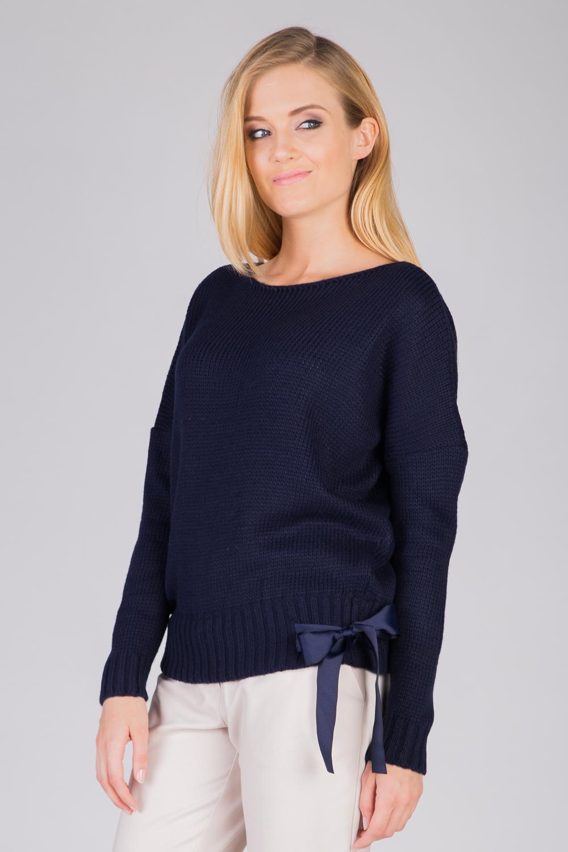 Granatowy sweter z kokard± u do³u