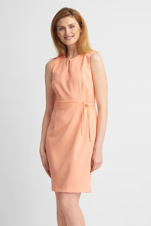 Brzoskwiniowa taliowana sukienka