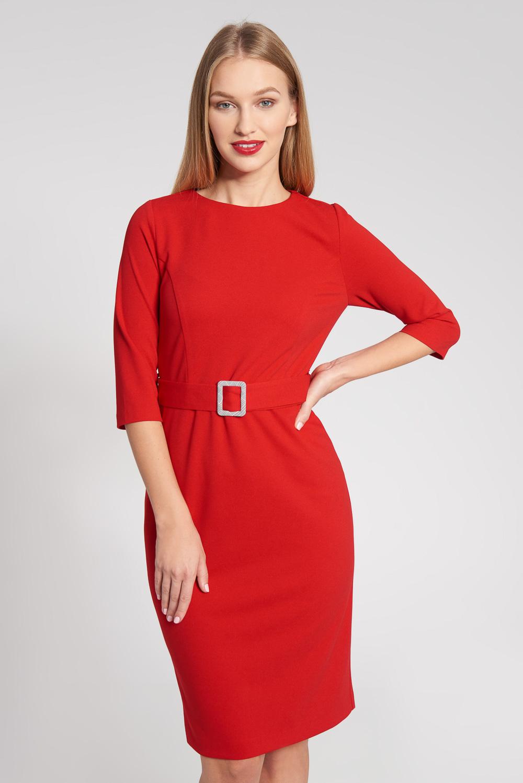Czerwona taliowana sukienka z ozdobn± klamr±