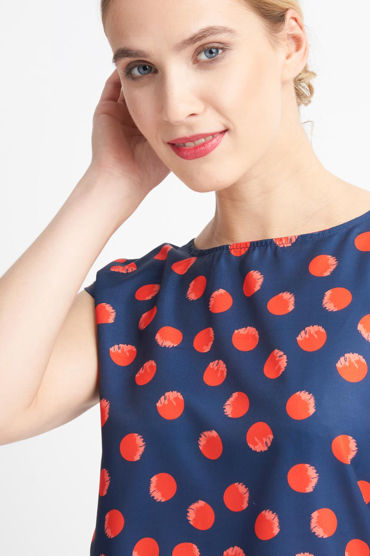 Granatowa bluzka w czerwone groszki