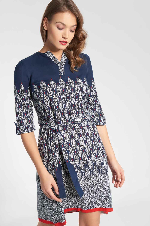Granatowa sukienka ze wzorem z tasiemk± w pasie