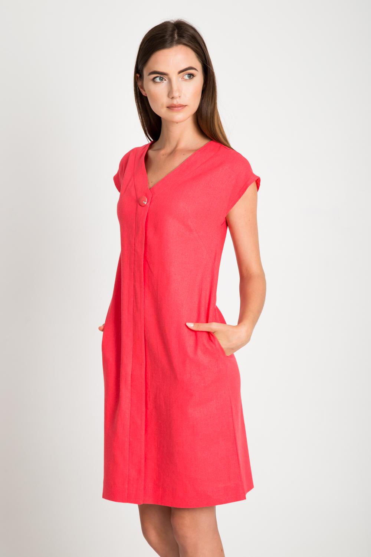 Koralowa sukienka z ozdobnym guzikiem