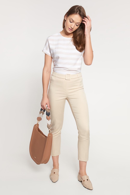 Kremowe skrócone spodnie z paskiem