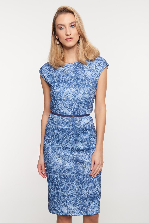 Niebieska taliowana sukienka z cienkim paskiem