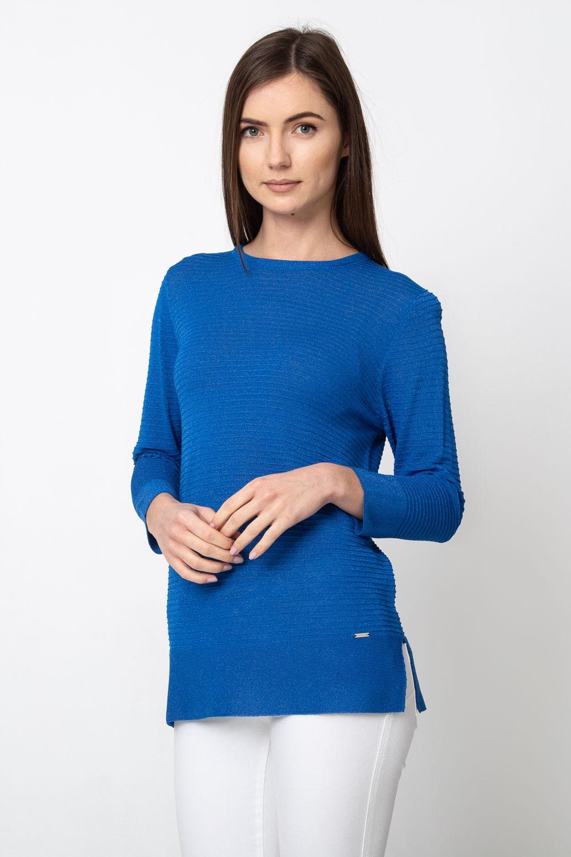 Niebieski pr±¿kowany sweter