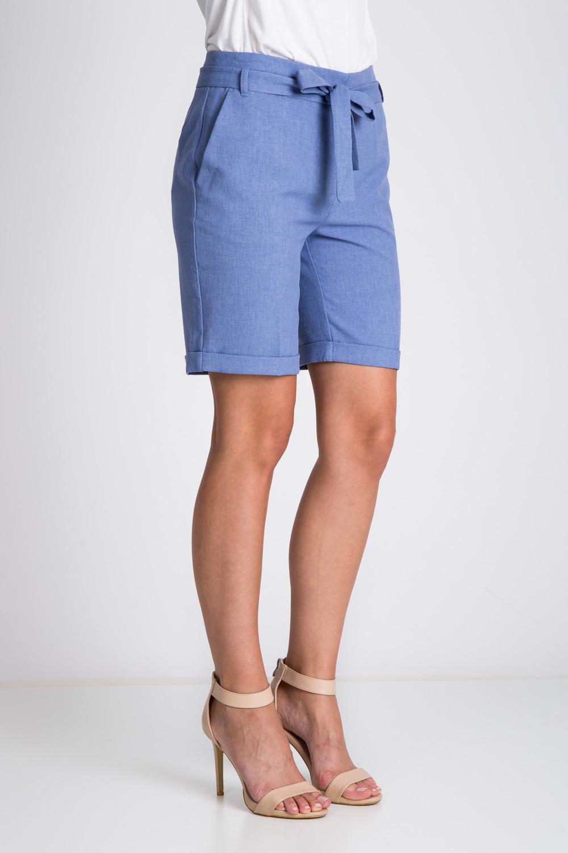 Niebieskie krótkie spodnie wi±zane w pasie
