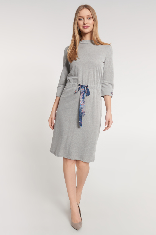 Szara dzianinowa sukienka z ozdobn± tasiemk±