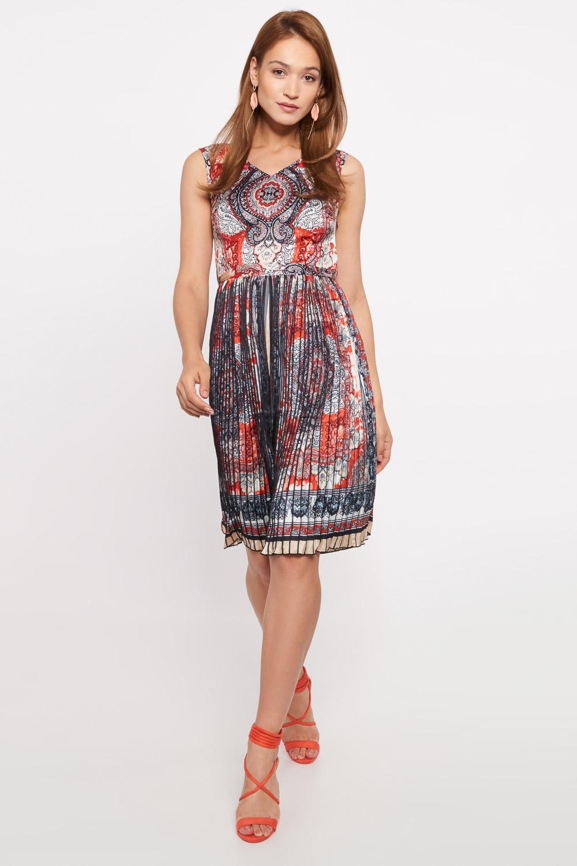 Taliowana sukienka z plisowanym do³em